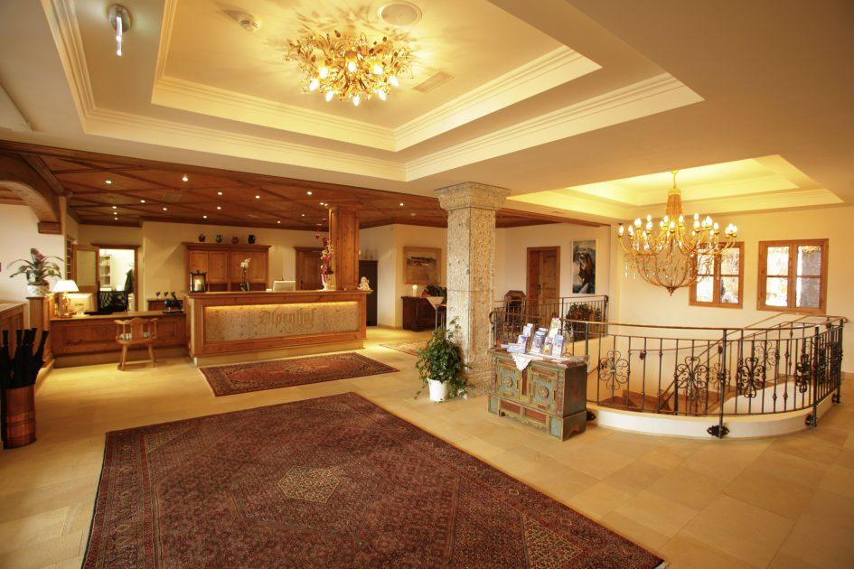 reception-c-hotel-alpenhof
