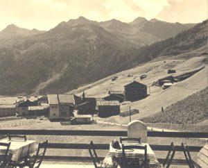 Vue depuis la terrasse de l'Alpenhof à Hintertux, jadis