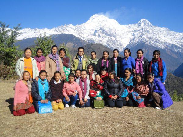 Tshering Lama Sherpa entouré de son équipe, Népal © Naturhotel Chesa Valisa