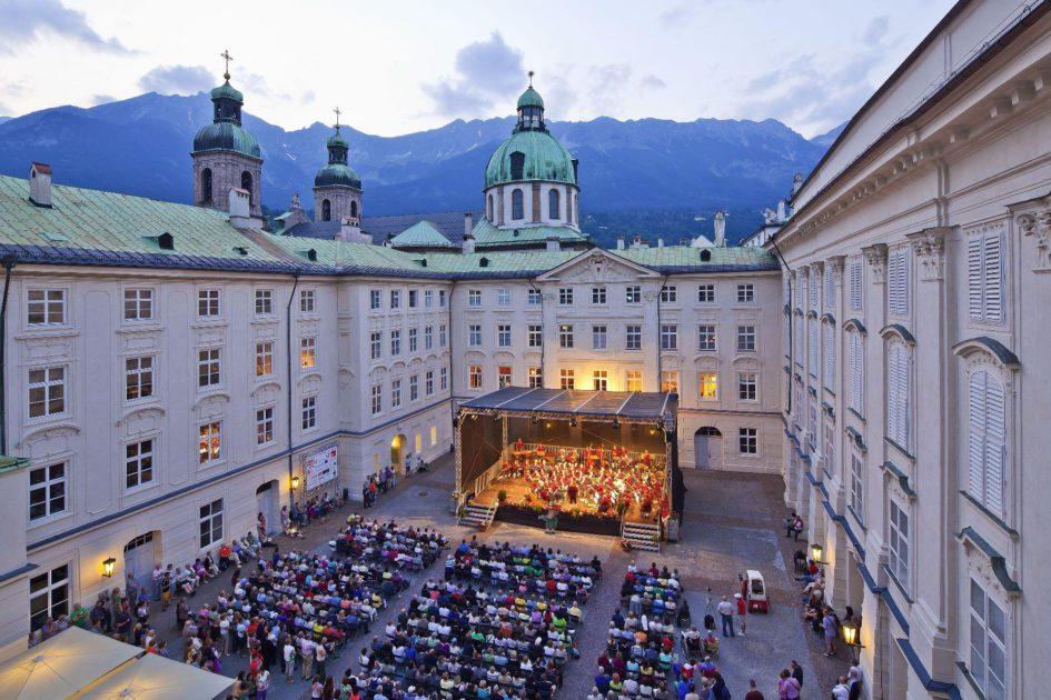 Les Concerts Promenades dans la cour intérieure du Palais impérial d'Innsbruck © Christof Lackner
