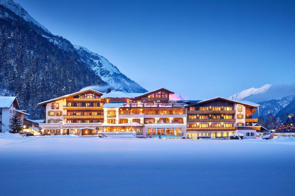 Alpine Wellnesshotel Karwendel Pertisau pres du lac Achensee Tyrol Hiver