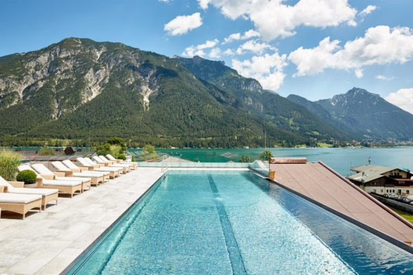 Sky-Pool Alpine Wellnesshotel Karwendel Pertisau pres du lac Achensee Tyrol